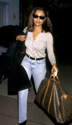 21 Celeb Airport Outfits From the That Look So 2020 21 Celeb Airport Outfits From the That Look So INSPO The Best Celebrity Airport Style in 21 Outfits Celebrity Airport Style, Celebrity Summer Style, Celeb Style, Celebrity Fashion Looks, Celebrities Fashion, Celebrity Photos, Fashion Fail, Fashion Outfits, 90s Style Outfits