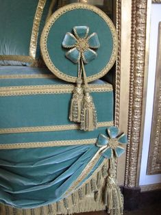 make pillow covers Mirrored Furniture, Upholstered Furniture, Home Decor Furniture, Home Furnishings, Elegant Home Decor, Elegant Homes, Blue Curtains, How To Make Pillows, Curtain Designs