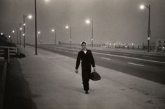 First retrospective in 25 years of work by Garry Winogrand on view at the Metropolitan Museum