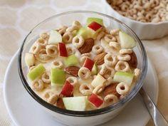 Crunchy Fruit, Almond and Cheerios™ Parfait - QueRicaVida.com