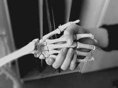 Person and skeleton - Veronika Werru