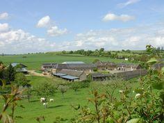 Gîte Le Cabray à Gancourt St Etienne. Entre Beauvais et Rouen, redécouvrez le plaisir des produits fermiers bio et le contact des animaux dans notre gîte indépendant à la ferme. Vous pourrez assister à la traite et découvrir la fabrication du fromage de chèvre.