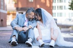 Hire a professional wedding photographer in London for just an hour with Splento. Specialist photographers, fast and easy booking, high-quality images, photo delivery. Event Photography, Couple Photography, Couple Posing, Couple Photos, Wedding Converse, Wedding Photographer London, Wedding Book, Wedding Poses, Photomontage