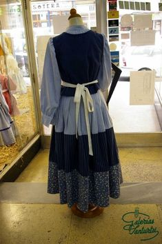 Caseras European Dress, Apron, Dresses, Fashion, Traditional Dresses, Outfits, Embroidered Clothes, Aprons, Homemade