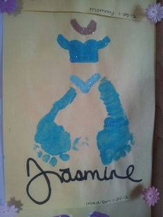 Jasmine foot print art. So cute!! Put the feet closer together and you could make any princess dress out of them. Sweet art for a baby girls Disney room!!!