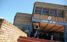 Uruguay entre los países con mayor índice de inasistencia liceal Broadway Shows, Outdoor Decor, Students, Printing Press, Uruguay, Countries