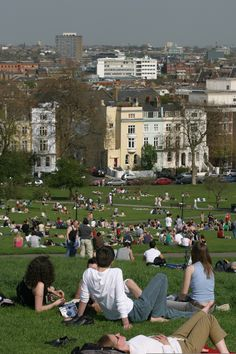 Primrose Hill - Crowds sunbathing - © Giles Barnard Image from LondonTown.com