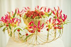 Gregor Lersch, how I love thee. Table Flowers, Red Flowers, International Flowers, Gregor Lersch, Ikebana Sogetsu, Art Floral, Flora Design, Flower Artists, Flower Show