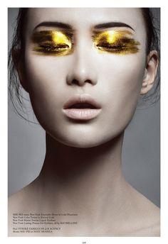 Gold eyes-A very experimental look