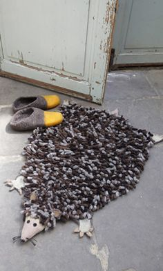 Hedgehog rug....cute idea, but i would use another animal. It kinda looks like a rat...