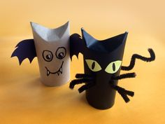 Vessapaperirullista askartelette näppärästi hauskat halloween-otukset! Crafts For Kids To Make, Diy And Crafts, Arts And Crafts, How To Make, Treat Bags, Diy Halloween, Kids And Parenting, Handicraft, Birthday