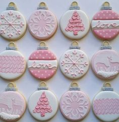 New cupcakes decoration pink decorated cookies Ideas Christmas Cupcakes Decoration, Cute Christmas Cookies, Valentines Day Cookies, Iced Cookies, Pink Christmas, Holiday Cookies, Diy Christmas Gifts, Christmas Treats, Christmas Baking