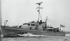 HMCS Mallard 783 Royal Canadian Navy, Canadian Army, Navy Day, Naval History, Navy Ships, Military Men, Mallard, Submarines, Aircraft Carrier