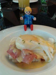 Hoy hemos estado de brunch en  @BarceloRaval . fantásticos huevos benedictine ;-) #clickmania #brunch