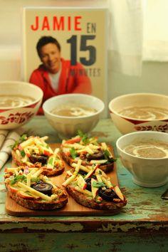 Dans la cuisine de Sophie: Soupe de champignons, croûtons au gorgonzola, pommes et noix