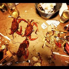 Now this is a Maryland Crab Feast. Note the differences from an earlier pin. Crab Feast, Crabs, Baltimore, Maryland, Food Art, Bebe