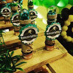 Mais uma festa de menino com um tema bem legal, foi assim que o RAFAEL  se divertiu com seu Jurassic World ! Um tema alegre e com muitas o...