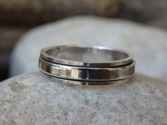 Wedding Spinner Ring. Sterling Silver Band Spinner Ring. Fidget Ring. 925 Sterling Silver Ring. Wedding Silver Ring. Mens Womens Band Ring  925 sterling silver spinner band ring for men or women, beautiful and unique wedding ring. Size: all size Metal: 925 Sterling Silver Width: 6 mm If you want other size please contact me first and note that it will take a few more days processing.  The ring will be packed in a gift box   FOR MY RINGS COLLECTION HERE…