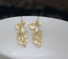 gold orchid earring  gold flower earring  bridesmaid por anitabist, $19.00