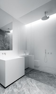 Bathroom by Tamizo Architects Minimal Bathroom, Modern Bathroom, Small Bathroom, Bathroom Sinks, Marble Bathrooms, Bathroom Ideas, Bathroom Inspo, White Bathroom, Bathroom Furniture