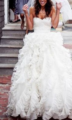 this website had pre owned wedding dresses! oscar de la renta