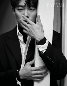 The February issue of Harper's Bazaar features Ryu Joon Yeol, who is speaking volumes with his eyes. Our hearts are fluttering but we hope he never wears those pants – anywhere. Check i…
