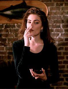 Smoking Ladies, Girl Smoking, Pretty People, Beautiful People, Beautiful Women, Woman Crush, Grunge, David Lynch, Gifs