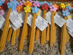 Kids Crafts, Easy Arts And Crafts, Diy And Crafts, Paper Flower Patterns, Paper Flowers, Kids Spa Party, Pen Toppers, Popsicle Crafts, Cute Valentines Day Gifts