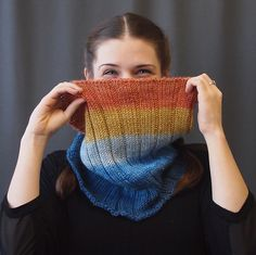 This cozy cowl is perfect for a beginner or as your next take-along project. The work goes fast and ribbed stitch is simple as can be. Make one for you and three to give to all your nearest and dearest. Cowl Scarf, Knit Cowl, Knit Crochet, Crochet Hats, Knitted Cowls, Knitting Patterns Free, Free Knitting, Cowl Patterns, Knitting Ideas