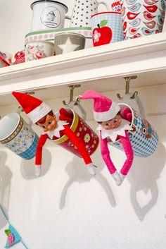 Jolinas Welt: 2. Adventswochenende, besinnlich? Nö. - WIB 8.+9.12.2018 Elf On The Shelf, The Elf, Advent, Shelf Ideas, Stupid, Christmas Time, Shelves, Holiday Decor, Fun