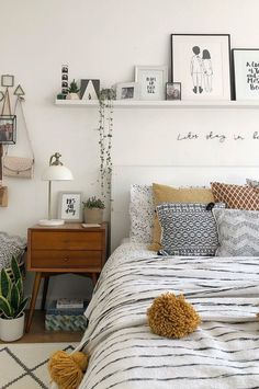 30 ideas to decor your bed room in 2019 winter you can copy you need a warm bedroom.The weather is colder day by day. so we collected about 30 bed room decoration ideas for you.you can copy it. Warm Bedroom, Home Bedroom, Winter Bedroom, Ikea Bedroom, Boho Bedroom Decor, Decor Room, Bedroom Photos, Rooms Home Decor, Bedroom With Plants