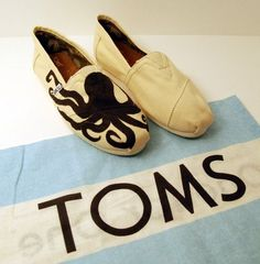 Octopus painted shoes | Octopus Custom TOMS Shoes by KellismCo on Etsy