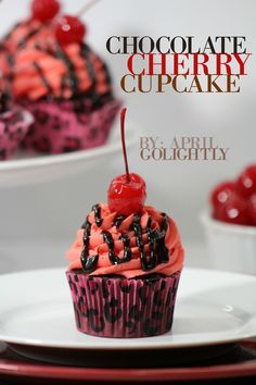 Chocolate Cherry Cupcake recipe - easy to make - perfect to bring as a hostess gift to your next event or just to munch on in the house. Tolle Desserts, Köstliche Desserts, Delicious Desserts, Dessert Recipes, Awesome Desserts, Cherry Desserts, Yummy Food, Gourmet Cupcakes, Yummy Cupcakes
