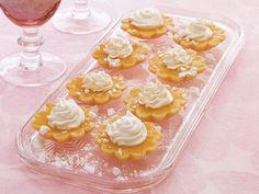 Zitronenküchlein mit Baiserhaube ist ein Rezept mit frischen Zutaten aus der Kategorie Törtchen. Probieren Sie dieses und weitere Rezepte von EAT SMARTER!