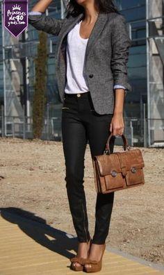 Un bonito blazer y pantalones negros, un atuendo perfecto para ir a la oficina. #Estilo #Ropa