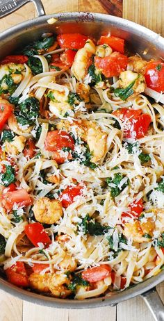 Shrimp, fresh tomatoes, and spinach with fettuccine pasta in garlic butter sauce + $100 Visa Gift Card giveaway (ends Dec.24, 2014) #BH #ad