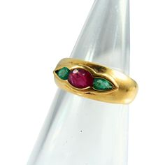 Remarkable French vintage ring in stamped 18K solid gold with natural emerald and ruby, stackable multistone band