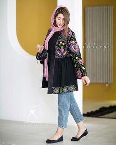 Stylish Dresses For Girls, Girls Dresses, Rose Oil Painting, Persian Girls, Afghan Dresses, Kurta Designs Women, Kurti Designs Party Wear, Shirt Blouses, Shirts