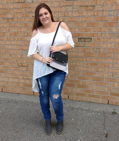 It's okay, give us the cold shoulder! We love this shoulder cut-out trend we are seeing everywhere! Such a classy way to add a little sexiness to a top! This brunette beauty is rocking an awesome long, flowy cut-out top with ripped skinnies & booties - SO gorgeous! Come & get it, girl!  //boots, $22//purse, $14//top, $6//jeans, $12//