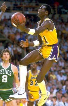 Basketball Legends, Basketball Cards, College Basketball, Basketball Court, Lakers Vs Celtics, I Love La, Wnba, Nba Players, Los Angeles Lakers