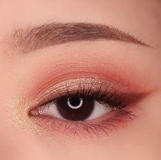 Save = Follow # Tịnh Kỳ. * Don't save free ok ! #Hair korean Makeup Eye Looks, Eye Makeup Art, Cute Makeup, Pretty Makeup, Eyeshadow Makeup, Makeup Inspo, Asian Makeup Looks, Monolid Makeup, Creative Eye Makeup