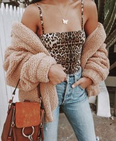 24 Simple Outfits To Inspire outfit fashion casualoutfit fashiontrends Source by cauhyscade Fashion outfits Simple Outfits, Trendy Outfits, Cute Outfits, Fashion Outfits, Fashion Trends, Travel Outfits, Simple Dresses, Hipster Outfits, Fashionable Outfits