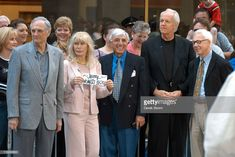 Alan Alda, Loretta Swit, Jamie Farr, Mike Farrell and William Christopher Mash Characters, Alan Alda Mash, Mash 4077, Hogans Heroes, Tv Head, 1970s Tv Shows, Medical Drama, Old Shows, Stuff And Thangs