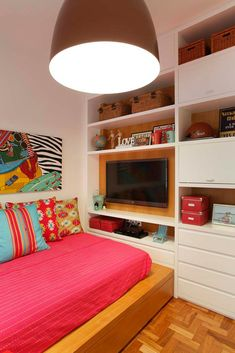 Bedroom Storage Ideas A nice bedroom room must be a chaos of the port of life, a place to relax and unwind. Room, Room Design, Interior, Home Bedroom, Bedroom Design, Home Decor, House Interior, Home Deco, Interior Design