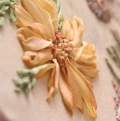 How to make a sweet little daisy in silk ribbon embroidery