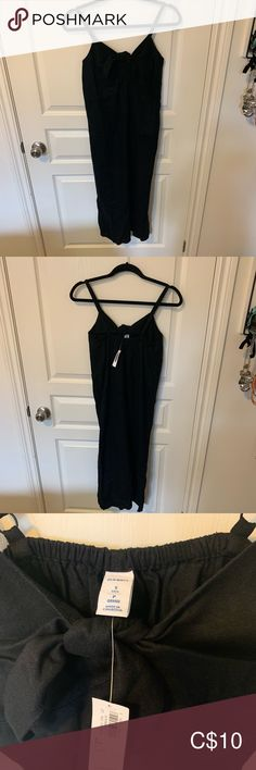 Black linen tube dress Black linen tube dress with tags. Adjustable straps and front bow Old Navy Dresses Midi Navy Midi Dress, Dress Black, Black Linen, Tube Dress, Old Navy Dresses, Basic Tank Top, Bow, Tags, Tank Tops