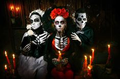 Dead love triangle, the perfect party outfit to go in tune with your friends. Mexican Designs, Halloween Disfraces, Day Of The Dead, Halloween Costumes, Halloween Party, Stencils, Triangle, Halloween Face Makeup, To Go