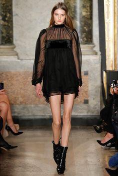 Lo stivaletto di pitone - Vogue.it