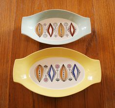 Two vintage Egersund dishes thifted at my favorite sunday fleamarket at my local park. The pattern is absolute percetion. Vintage Crockery, Vintage Ceramic, Norway Food, Rock Around The Clock, Scandinavia Design, Scandinavian Folk Art, Ceramic Pottery, Vintage Designs, Dinnerware