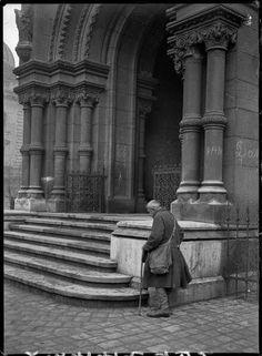 1919. A Bakáts téri templom Kertész André képén. Andre Kertesz, Hungary, Budapest, Old Photos, Buddha, Statue, Art, Old Pictures, Art Background